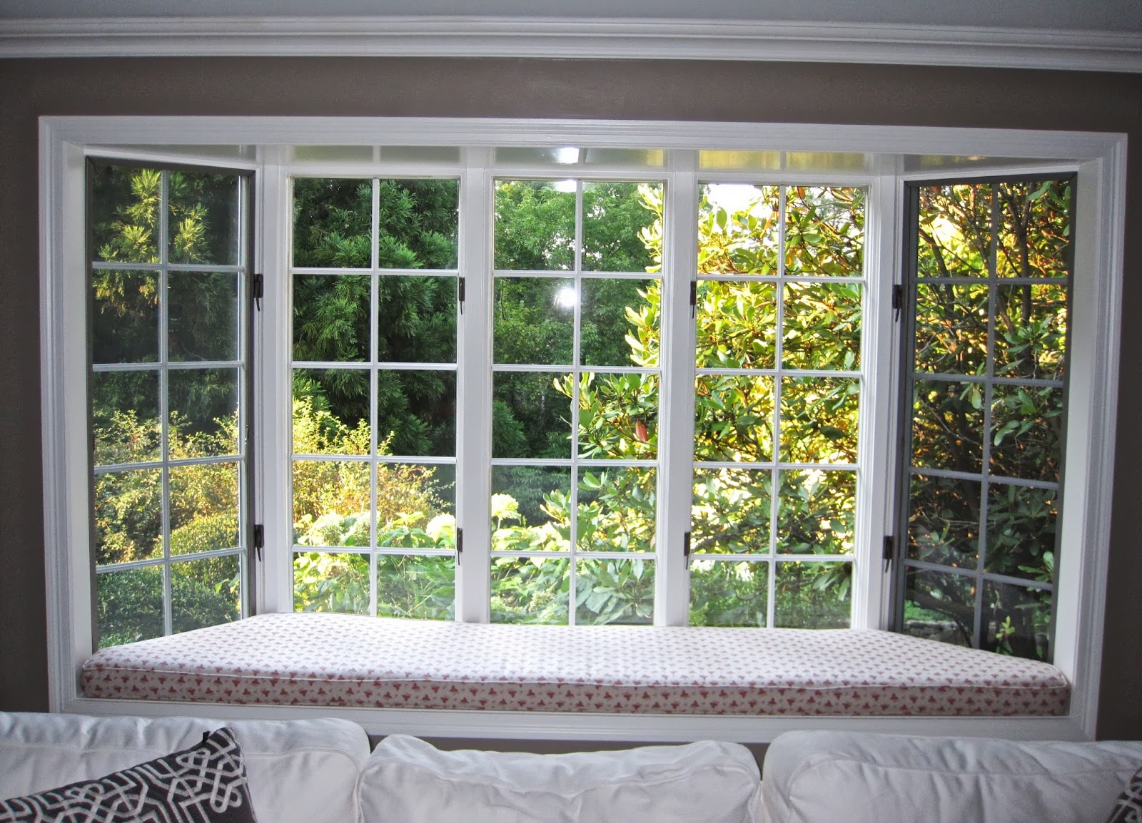 Windows harbor all glass mirror inc for Window outer design